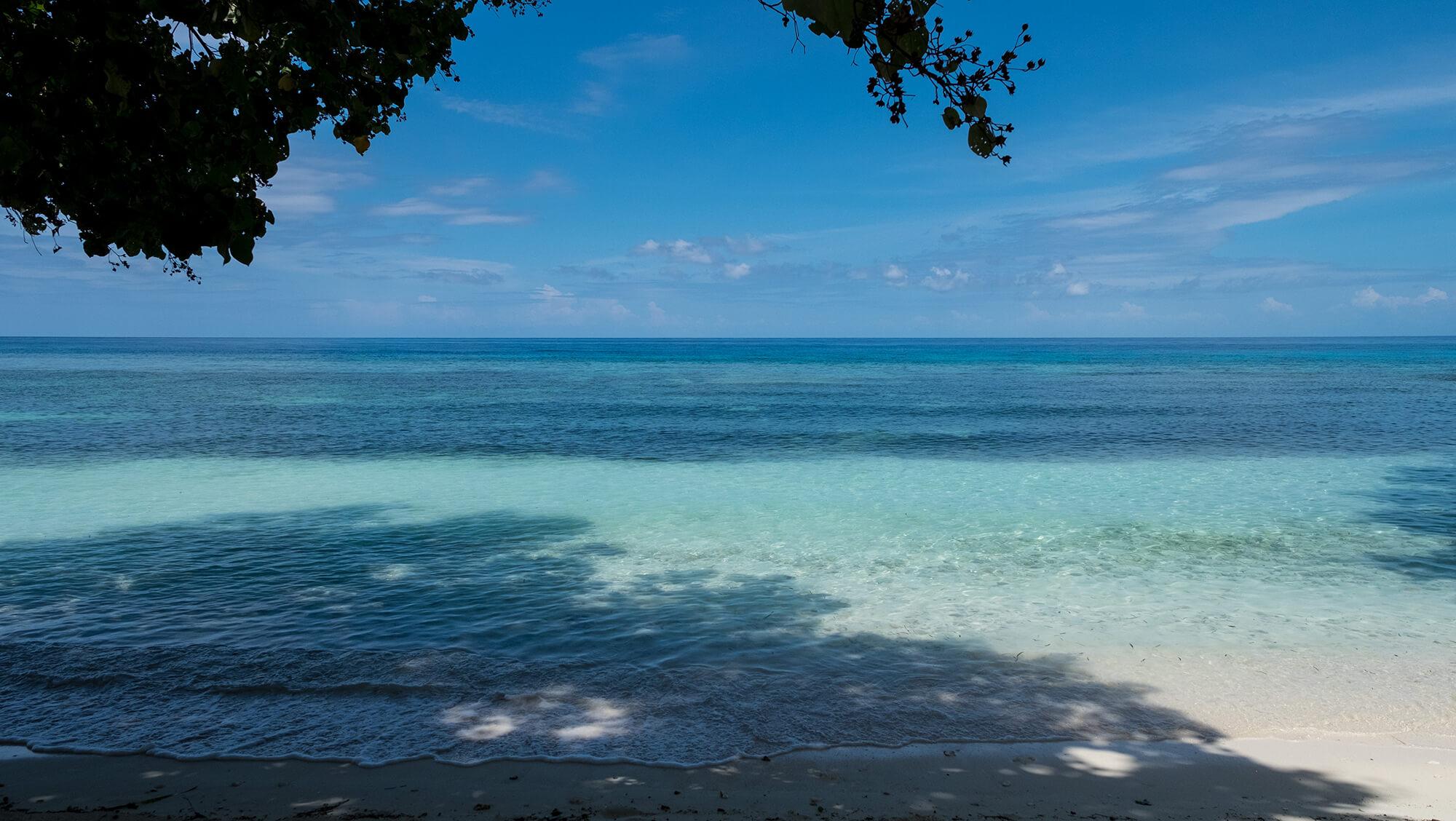 Paraíso en la isla de Malenge en Togean (Sulawesi)