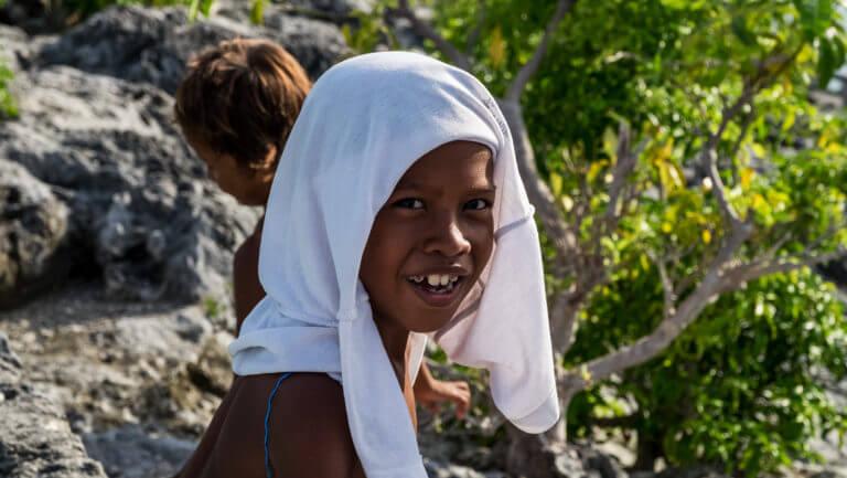 Retrato de un niño de la etnia bajau en Malenge (Islas Togean)
