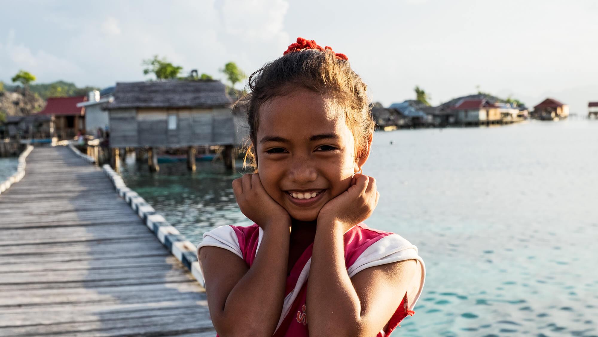 Niña de la etnia bajau en las islas Togean de Sulawesi