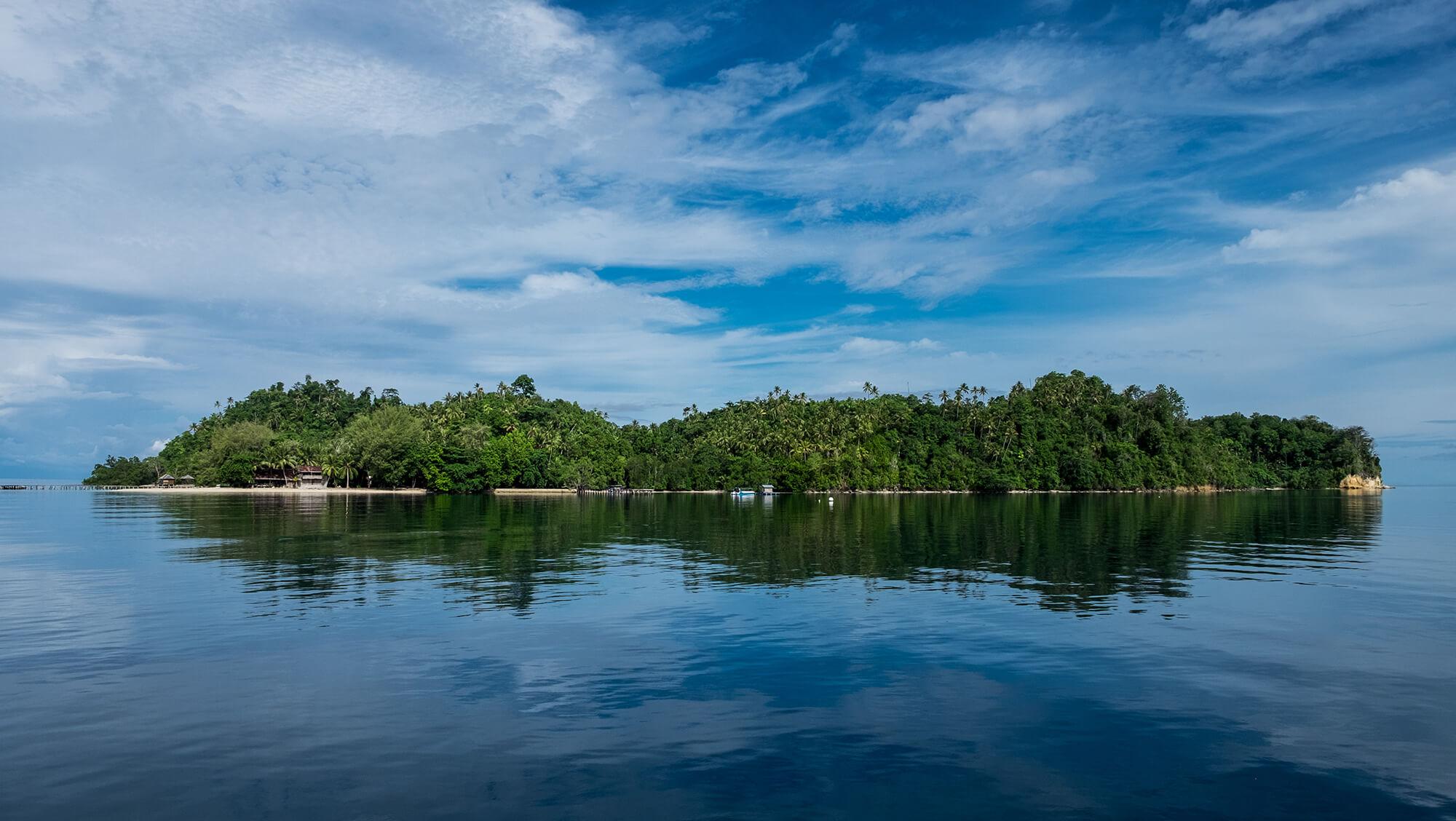 Isla paradisíaca en las Togean de Sulawesi