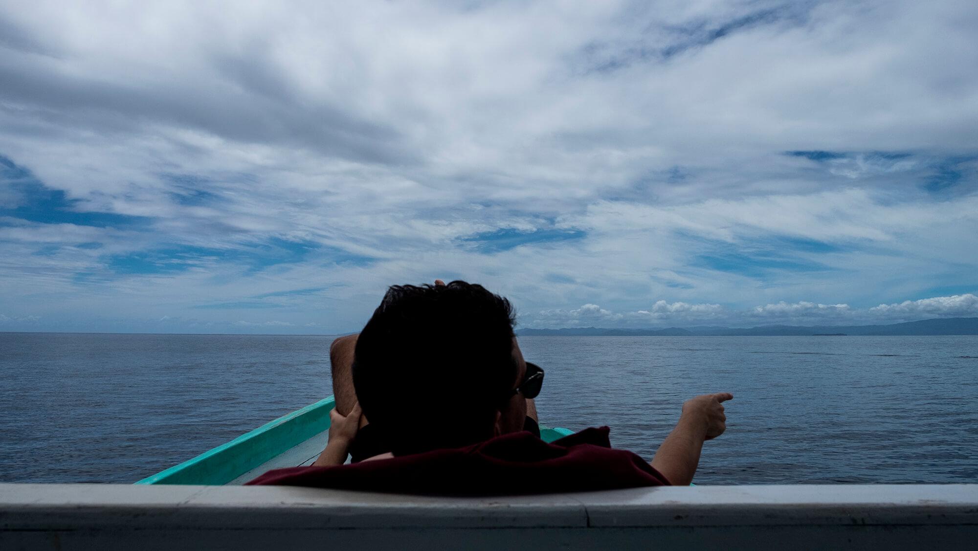 Descanso entre inmersiones de buceo en Raja Ampat, Papúa