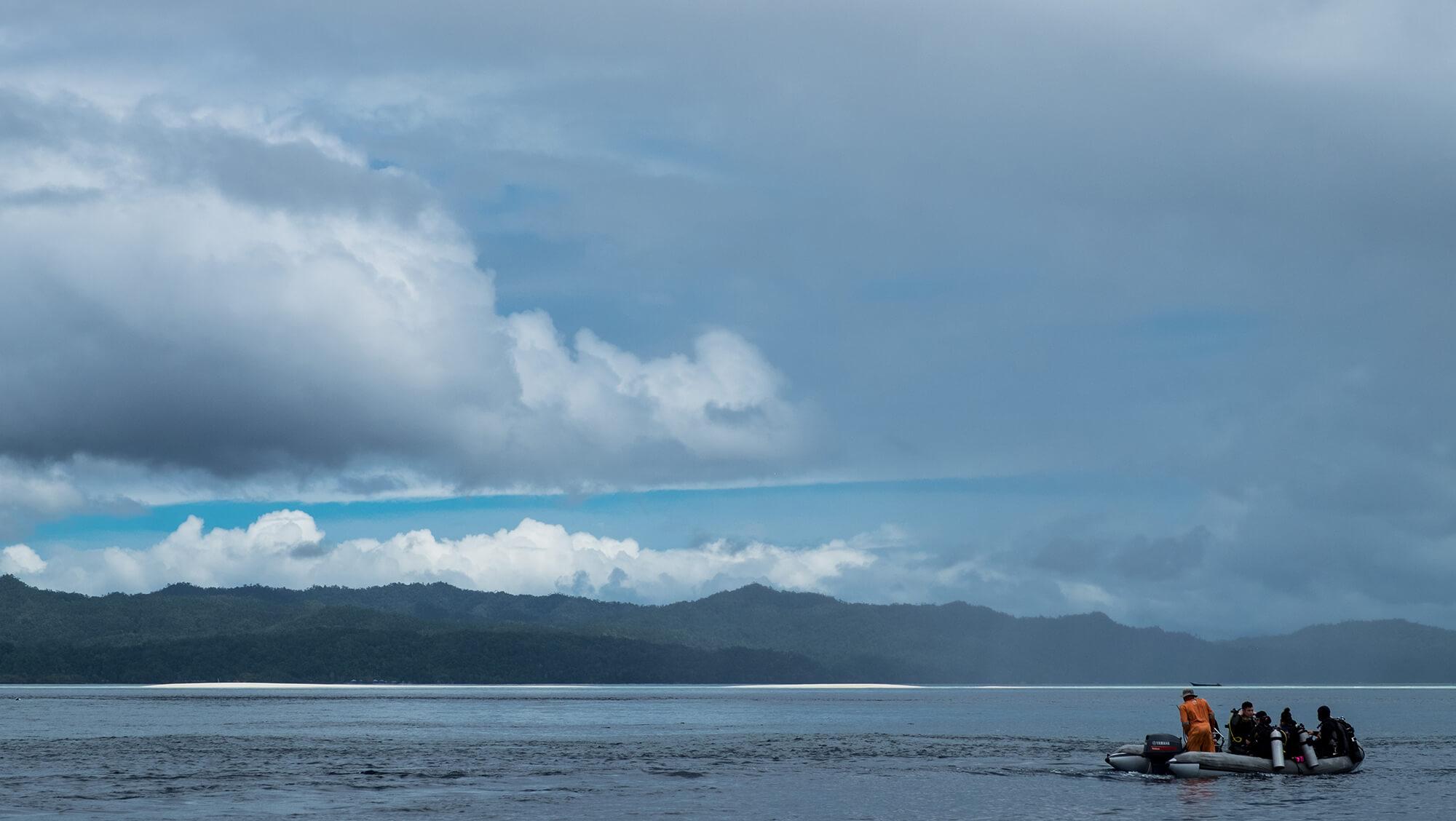 Lanchas de liveonaboard en Raja Ampar, paraíso del buceo en Papúa