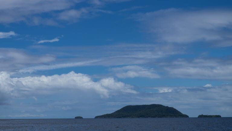 Isla de Kri en el archipiélago de Raja Ampat en Papúa