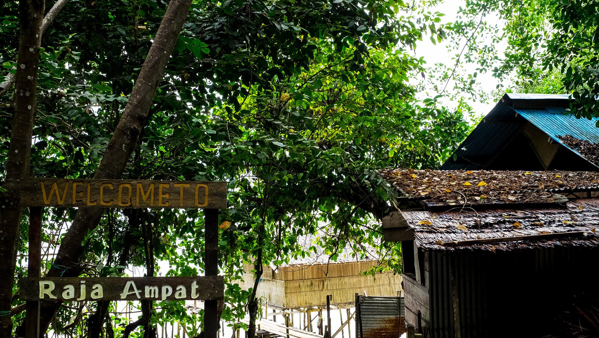 Aldeas en Raja Ampat en la isla indonesia de Papúa
