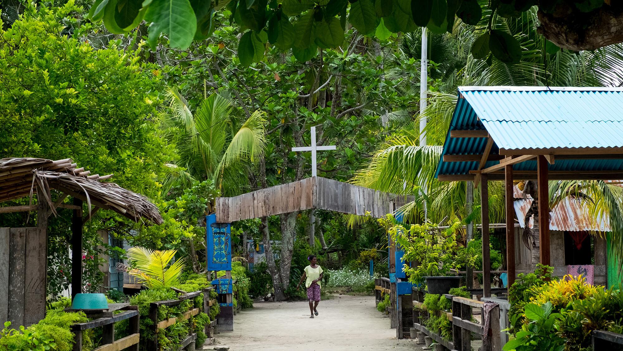 Aldea Cristiana en la selva de Raja Ampat de Papúa