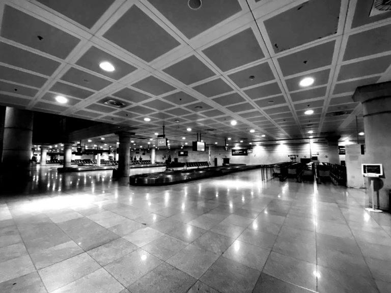 Aeropuerto del Prat desierto tras el cierre por el coronavirus