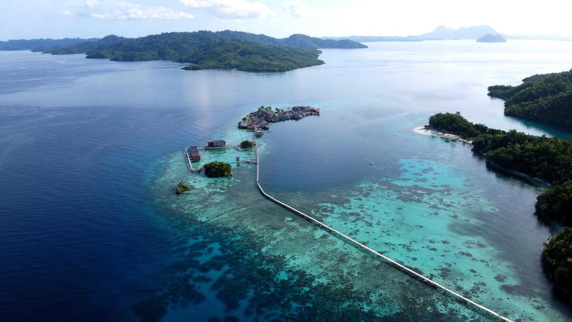 Panorámica de dron de la isla de Pulau Palan en Sulawesi