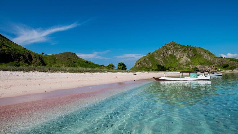 Pink Beach en el Parque Nacional de Komodo en Indonesia