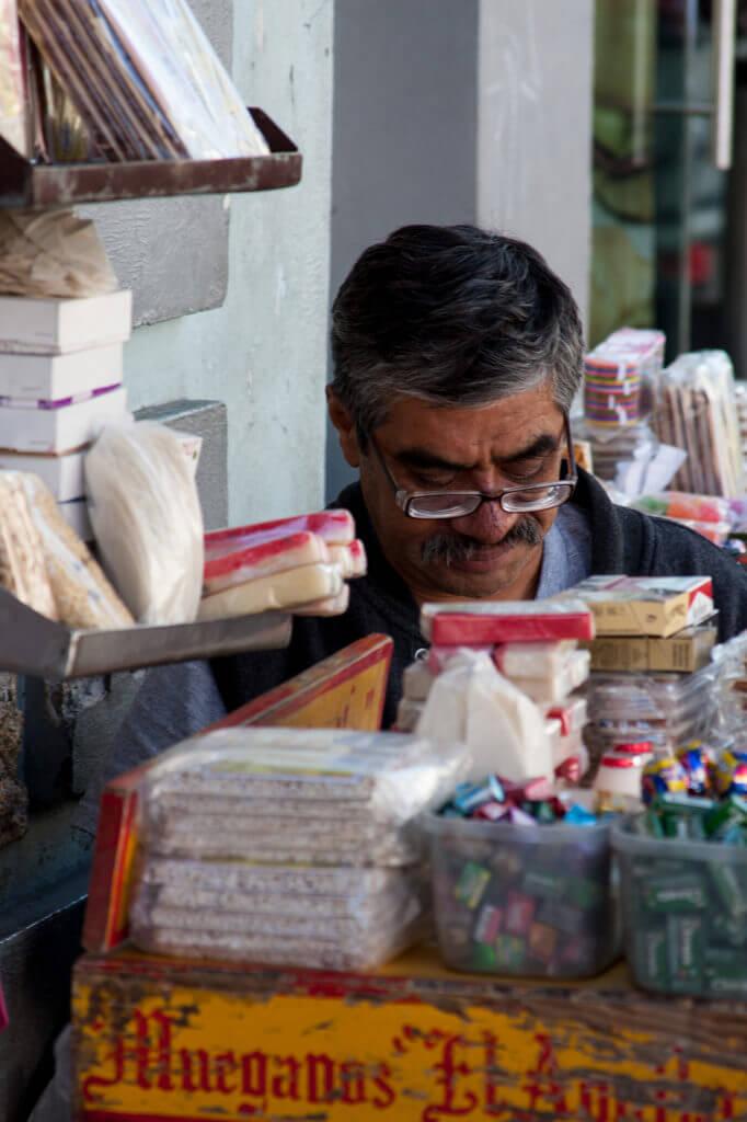 Tendero callejero en las calles de México