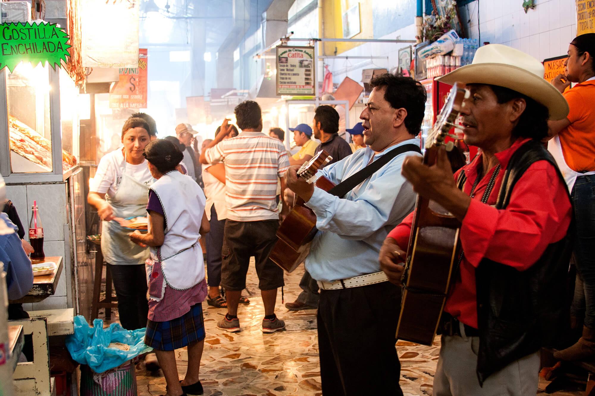 Cantando por rancheras en la ciudad mexicana de Veracruz