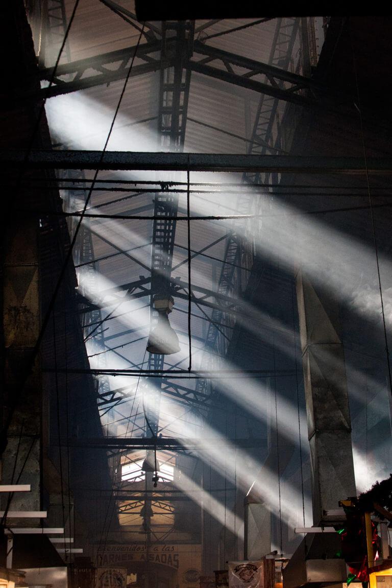Una luz espectacular se cuela en el mercado local de México