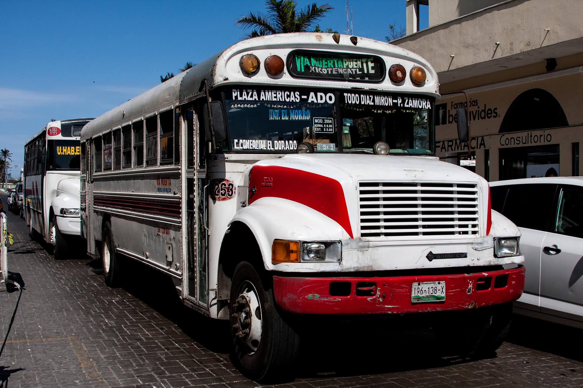 Autobús pintoresco en la ciudad de Veracruz en México