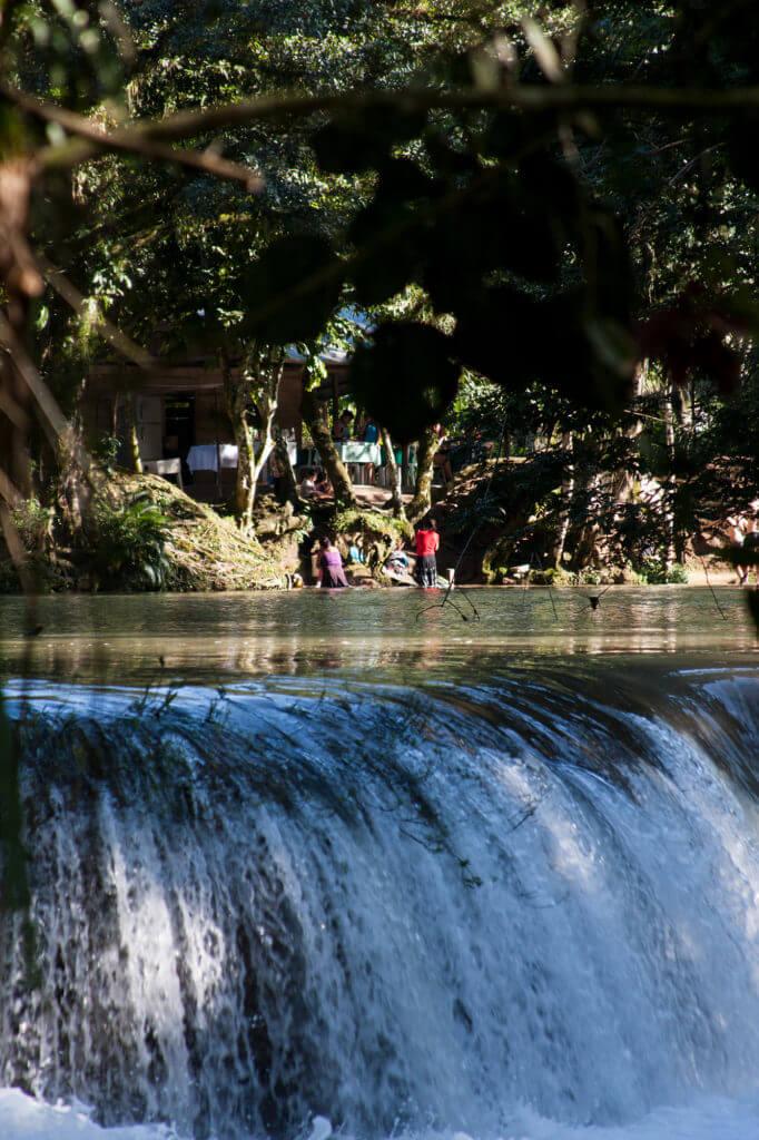Las majestuosas cascadas de agua azul de Chiapas