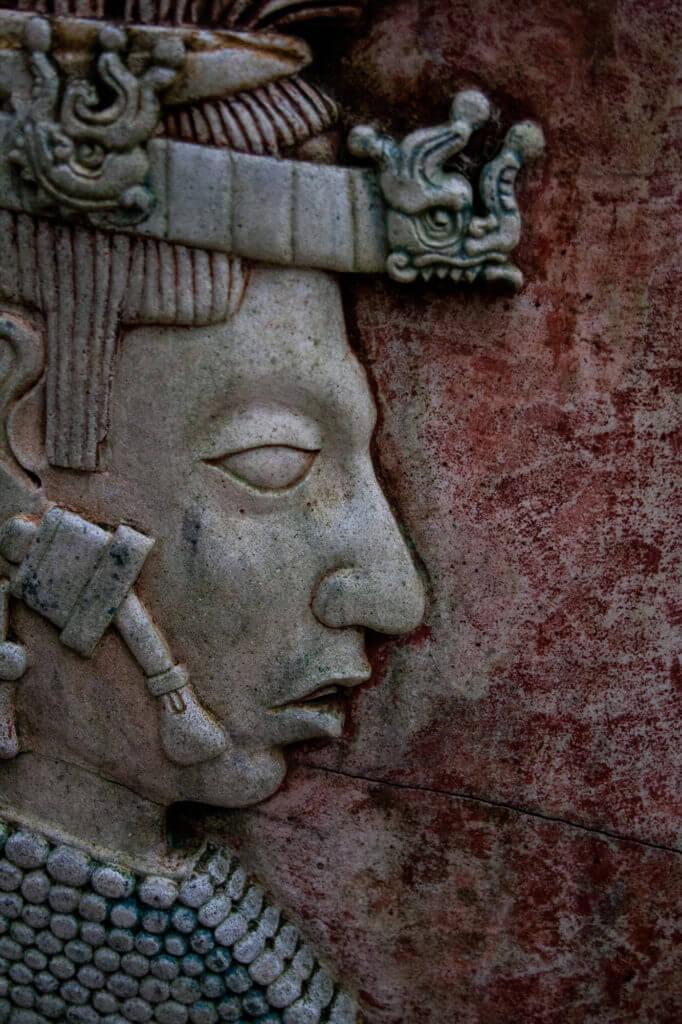 Espectaculares relieves en las ruinas arqueológicas de Palenque en México