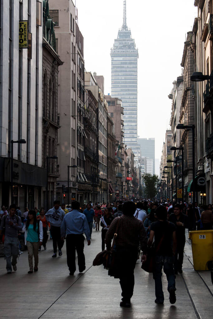 Calles comerciales en la capital de México DF