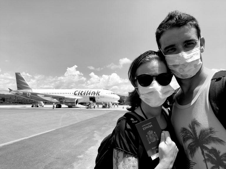 Vuelta a casa desde el aeropuerto de Komodo en Indonesia