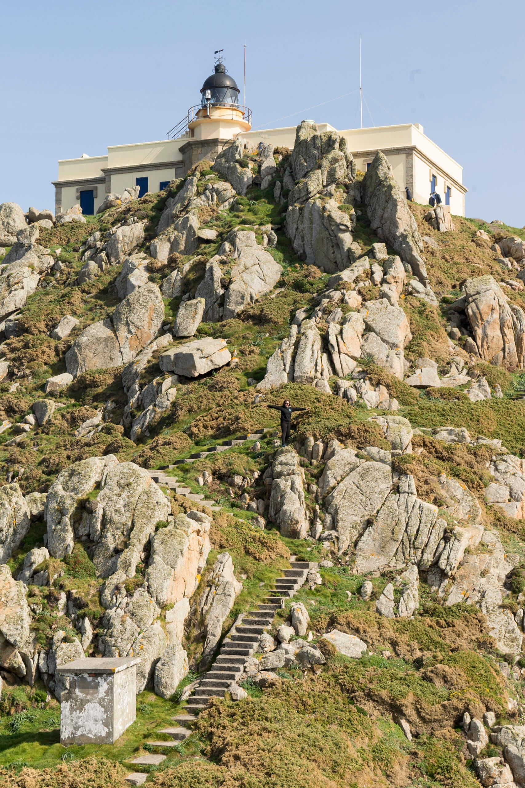 Cabo Prior y su faro entre acantilados en Ferrol - Galicia