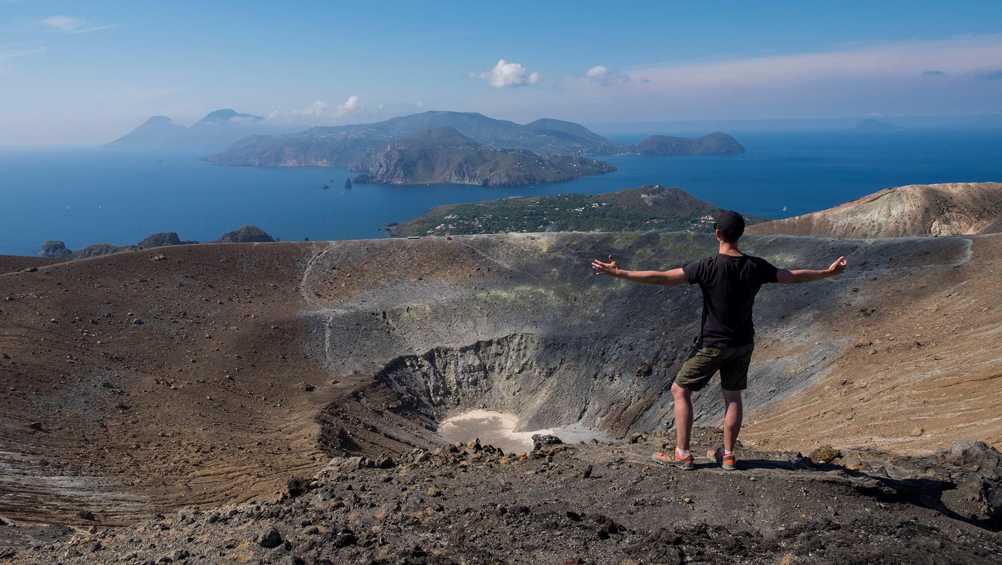El volcán Vulcano en las Islas Eolias del Mediterráneo